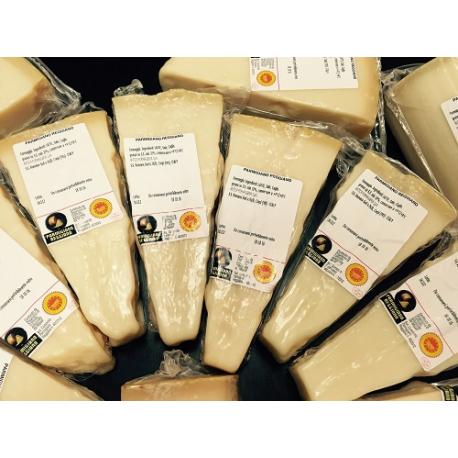 Parmigiano-Reggiano (maturity: 12-24 months) - 1kg